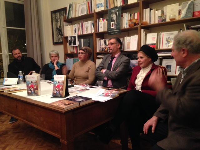 de gauche à droite : Thierry Vergon, Almbassade de France en Irak, Birgit Svensson, , Gharam al-Rabi'i, le traducteur Rasha Fadel et Sylvestre Clancier , président du Pen Club
